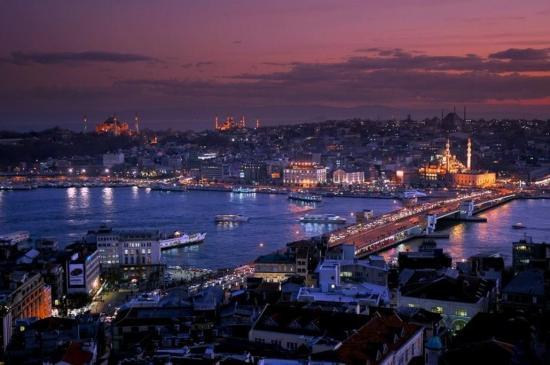 le-corne-dor-la-nuit-istanbul-c-turkeyphotosdotinfo.jpg